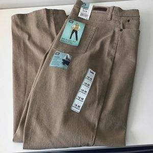 Jeans 18 Med. Relaxed Tan Stretch Straight NWT Lee